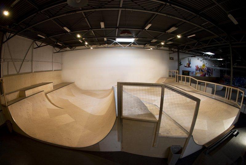 Spine-Miniramp im Skateland Rotterdam