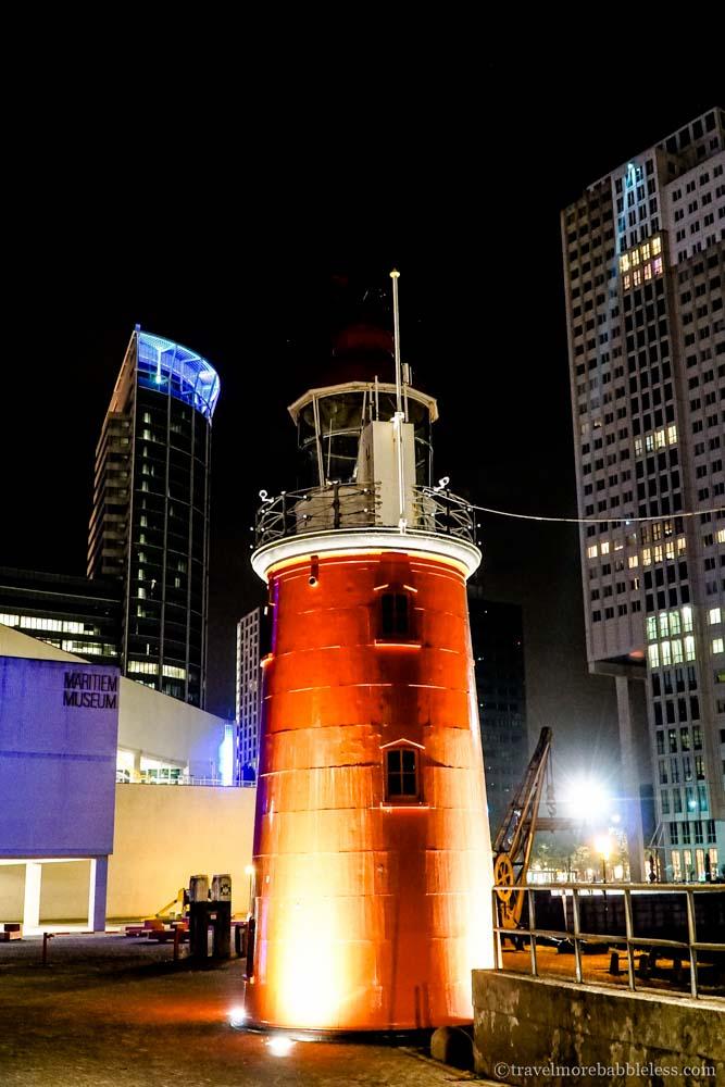 Maritiem Museum/Leuchtturm in Rotterdam bei Nacht