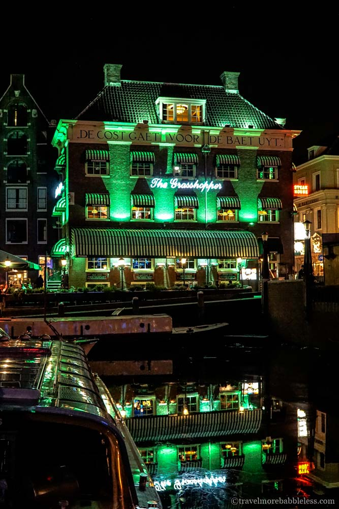 Grasshopper Coffeshop in Amsterdam bei Nacht