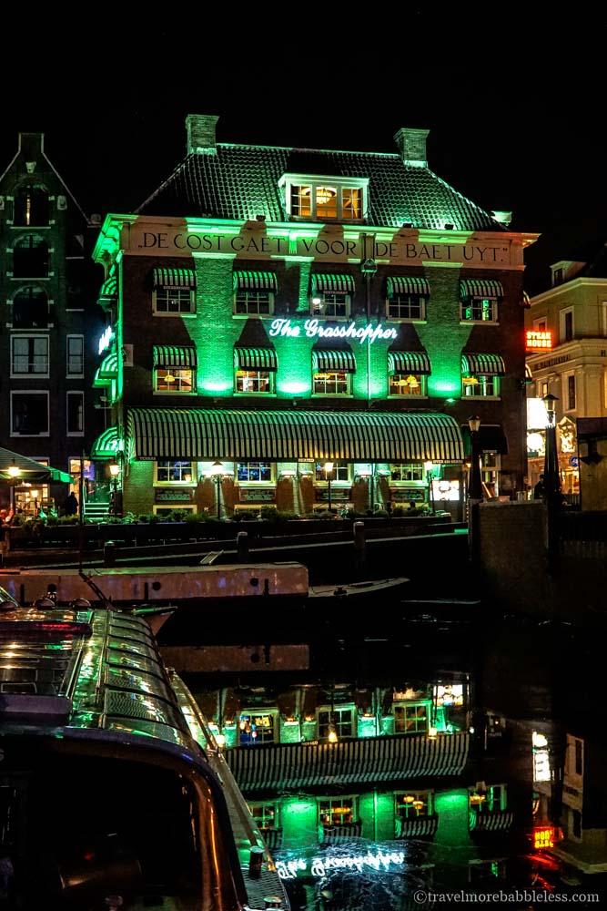 Grasshopper Coffeshop in Amsterdam bei Nacht