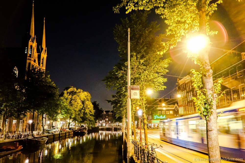 Krijtberg Kirche am Konigsplein Amsterdam bei Nacht