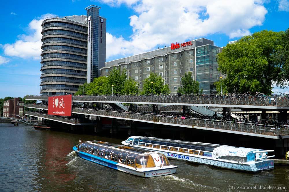Fahrradparkhaus am Hauptbahnhof/Stationplein in Amsterdam