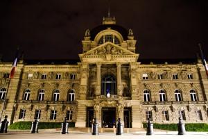 Palais du Rhin in Straßburg bei Nacht