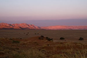 Sonnenuntergang von der Elim Dune im Namib-Naukluft Park in Namibia