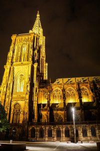 Straßburger Münster in Straßburg bei Nacht