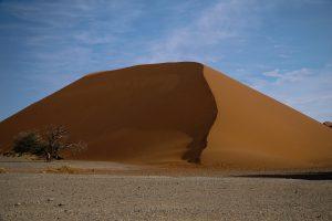 Dune 45 bei der Sossusvlei im Namib-Naukluft Park in Namibia