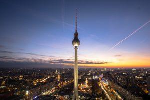 Berliner Fernsehturm beim Sonnenuntergang