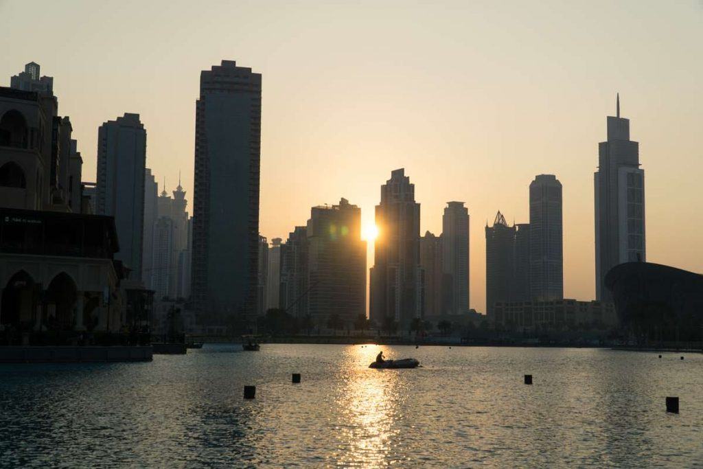 Burj Khalifa Lake bei Sonnenuntergang