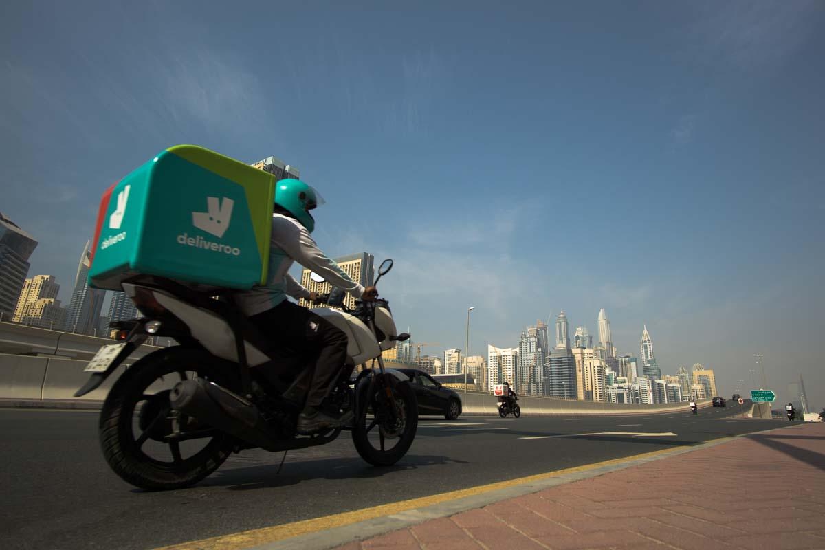 Straßen/Streets von Dubai an den Jumeirah Lakes Towers
