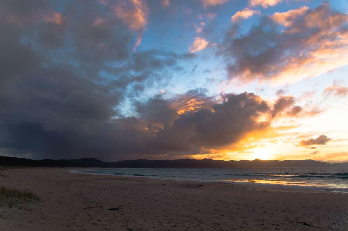 Spirits Bay in Neuseeland bei Sonnenuntergang