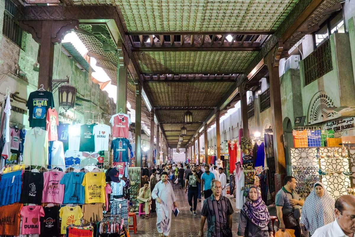 Geschäfte im Dubai Souk