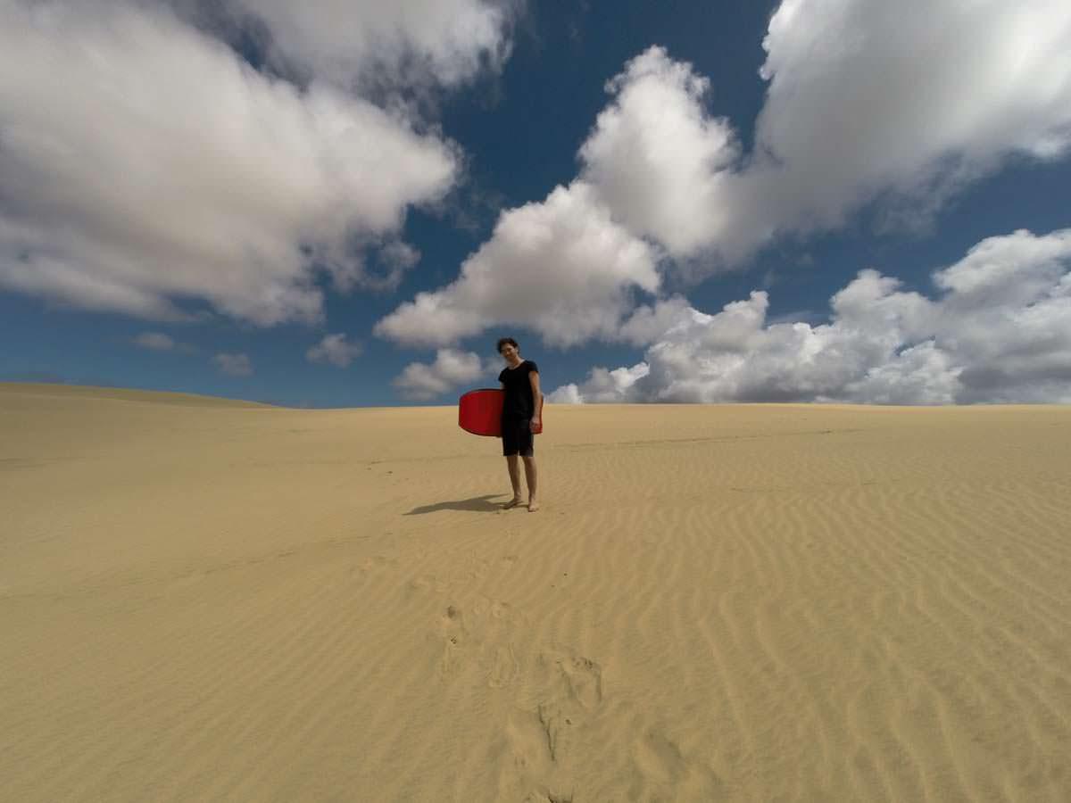 Sandboarding auf den Te Paki Great Sand Dunes in Neuseeland