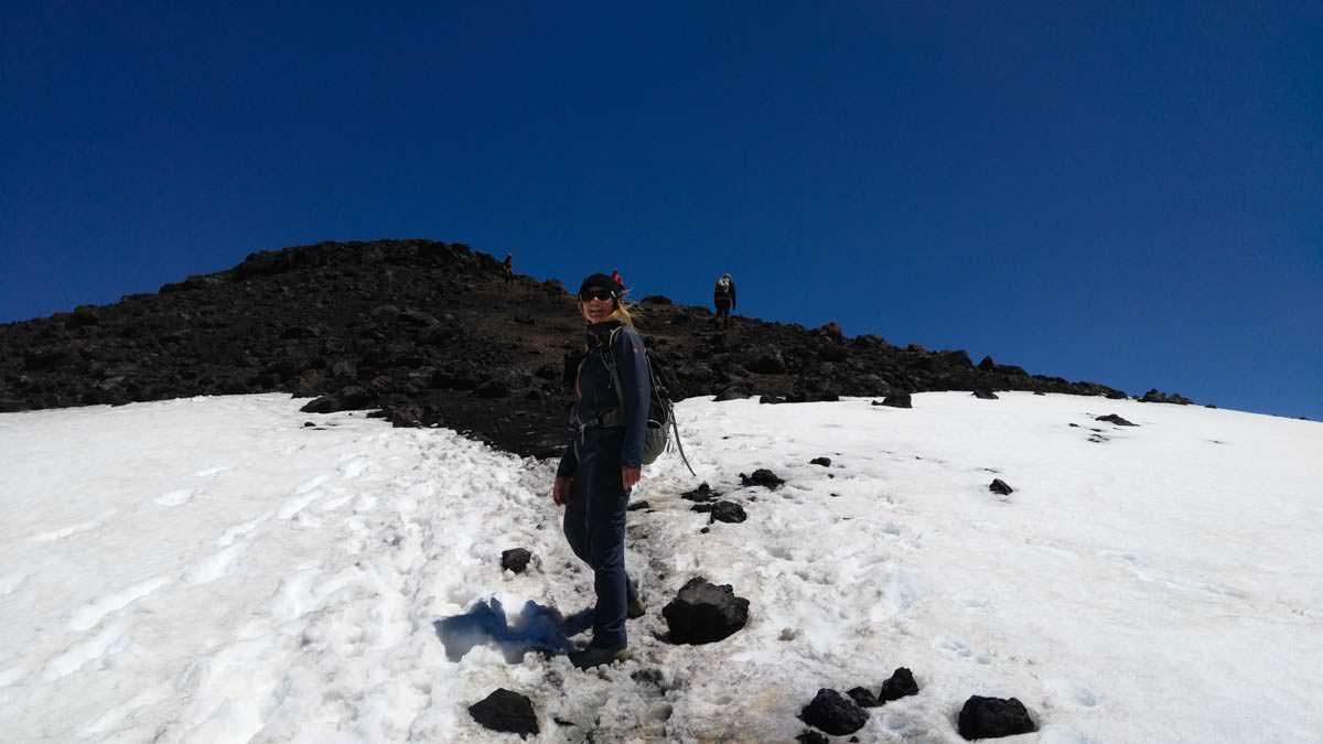 Wanderung auf den Tongariro Gipfel im Tongariro Nationalpark in Neuseeland