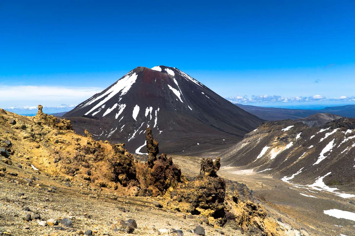 Blick auf den Mount Ngauruhoe (Mount Doom) im Tongariro Nationalpark in Neuseeland