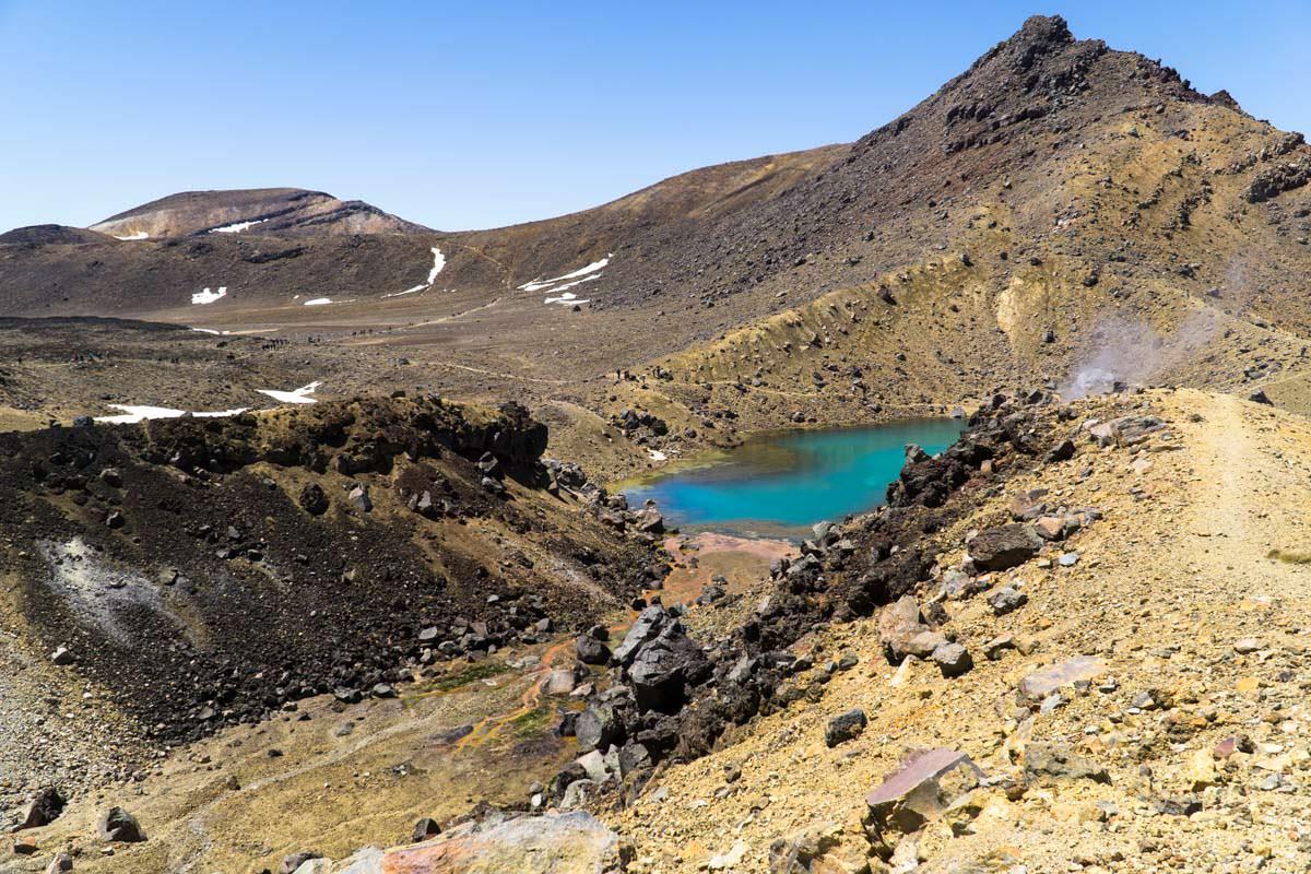 Emerald Lakes mit Fumarolen im Tongariro Nationalpark in Neuseeland