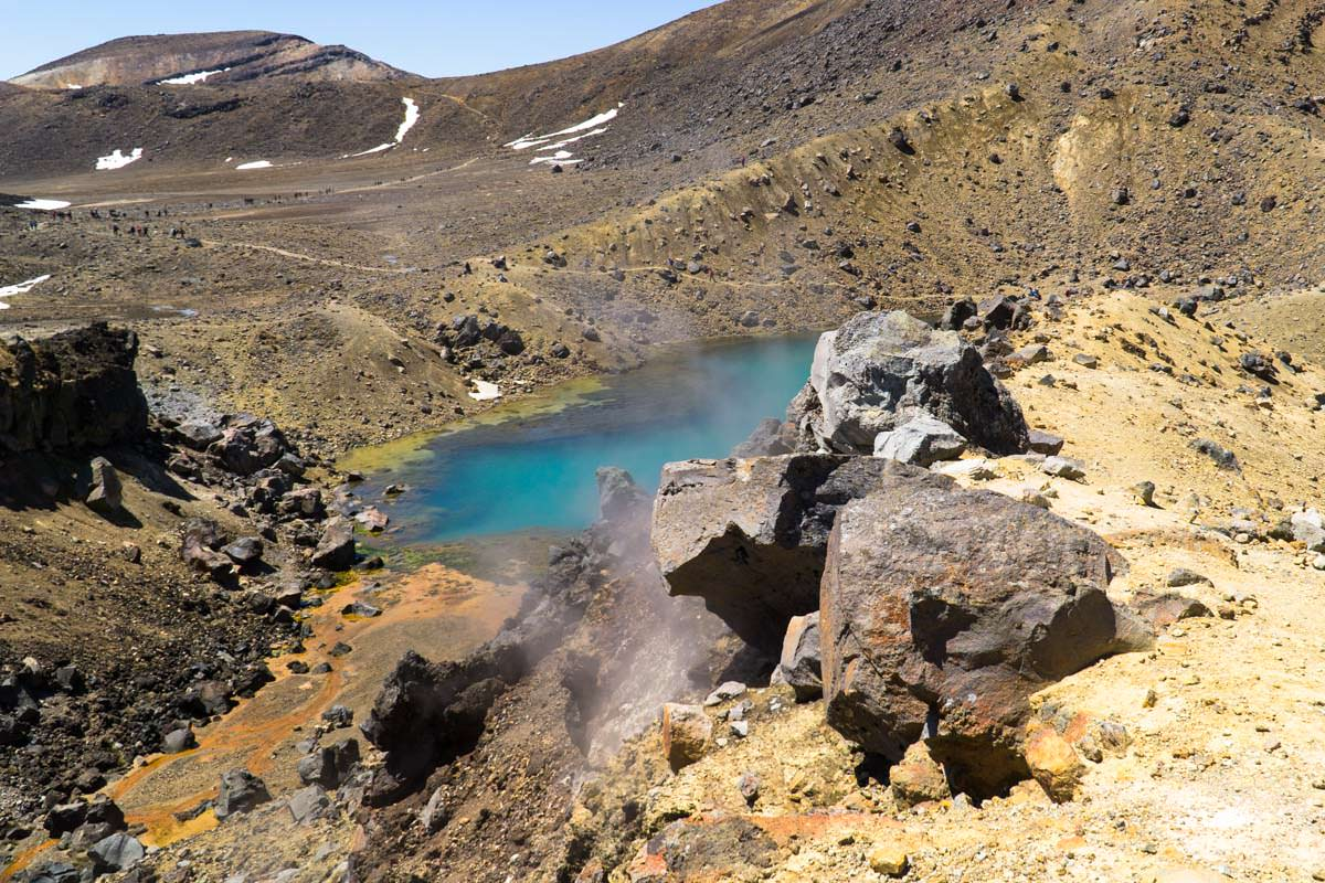 Emerald Lakes mit Fumarolen im Tongariro Nationalpark in Neuseeland