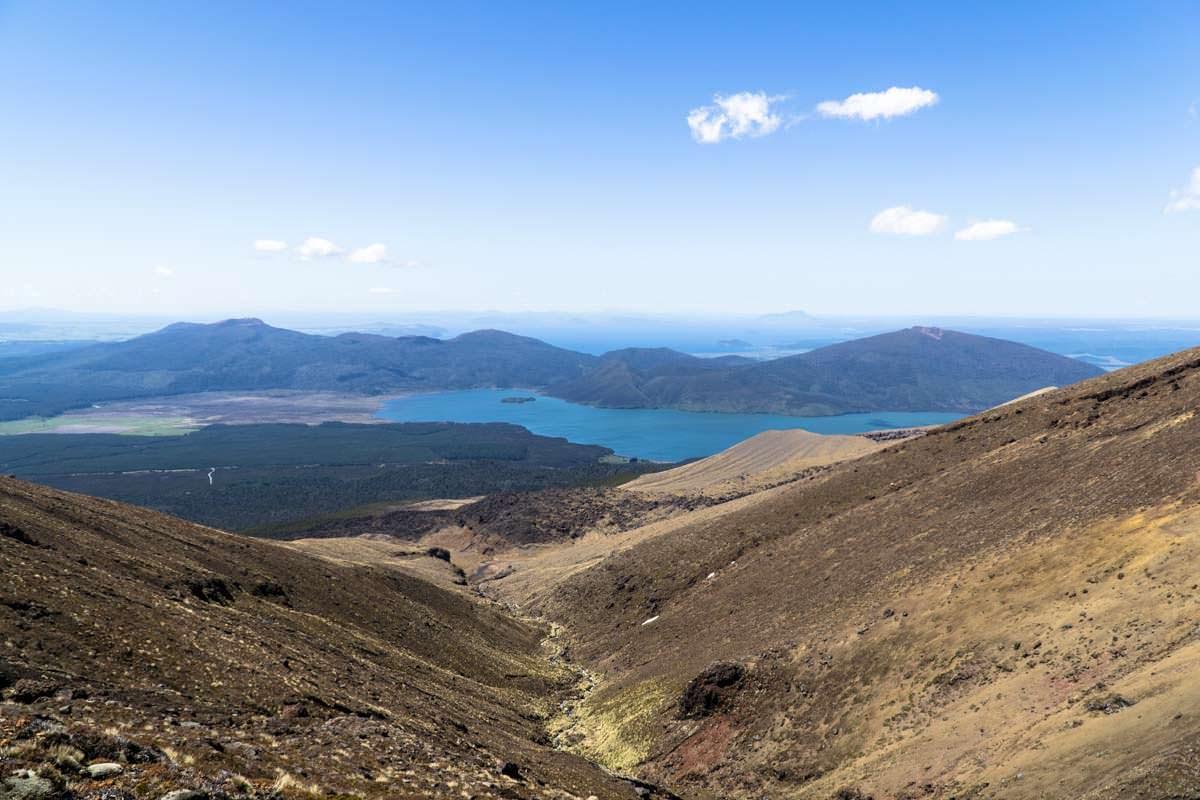 Abstieg durchs Ketetahi Valley im Tongariro Nationalpark in Neuseeland