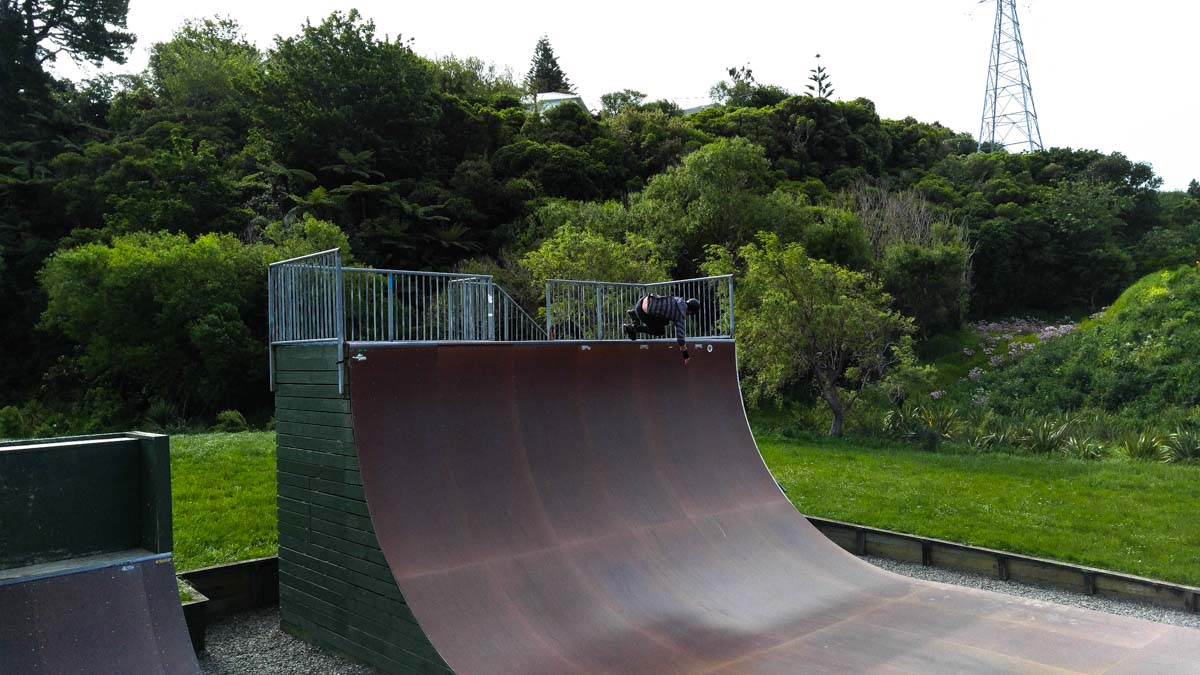 Stefan in der Halfpipe von Wellington, Neuseeland