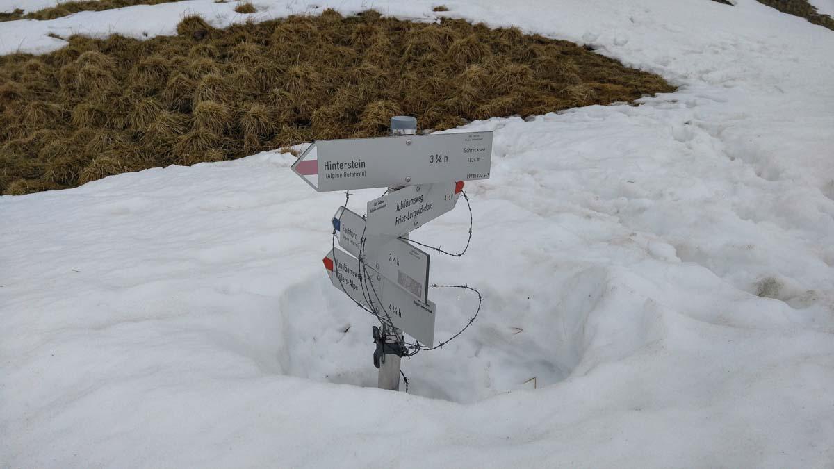 Schnee auf der Wanderung zum Schrecksee