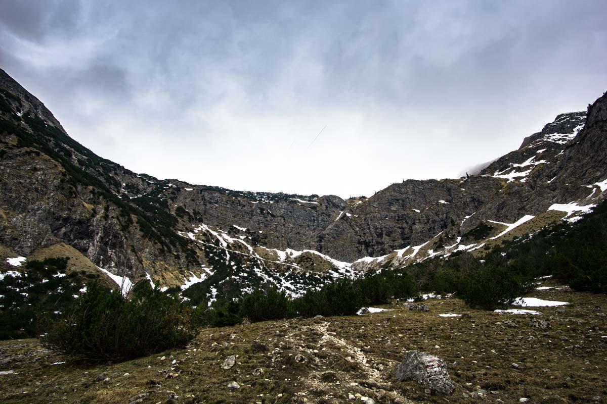 Felswand auf dem Weg zum Schrecksee