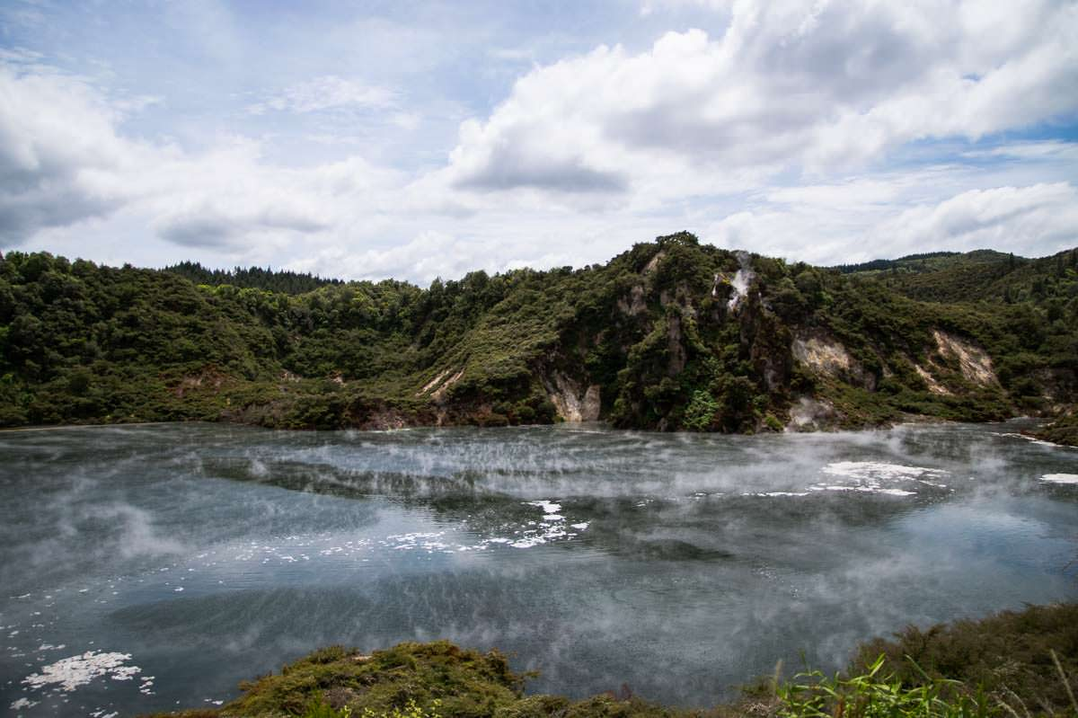 Frying Pan Lake im Waimangu Volcanic Valley in Neuseeland
