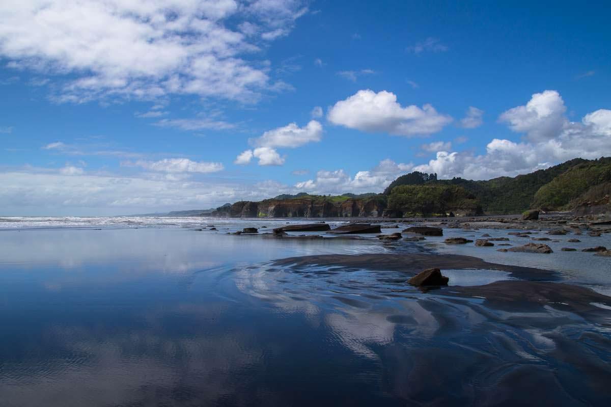 Nordstrand von Tongaporutu in Neuseeland
