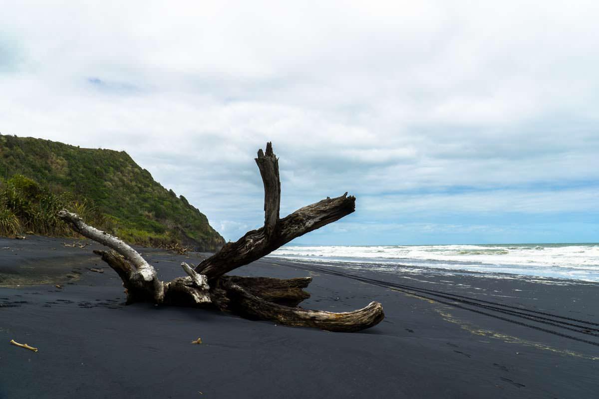 Awakino Beach in Neuseeland (Black Sand)