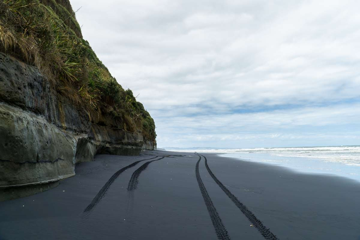 Awakino Beach in Neuseeland (Black Sand)