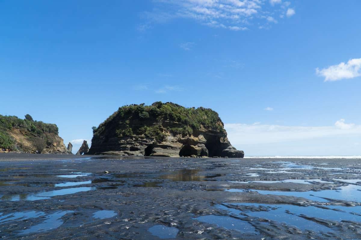 Strand von Tongaporutu in Neuseeland