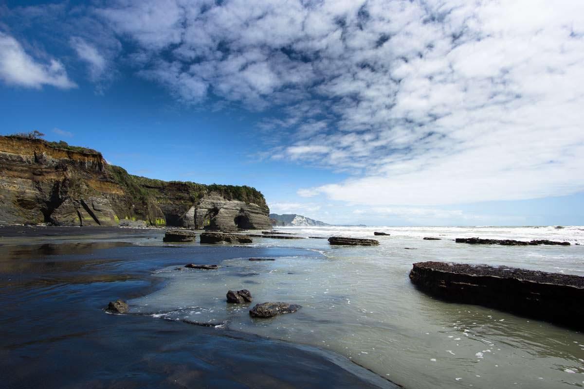 Elephant Rock am Strand von Tongaporutu, Neuseeland