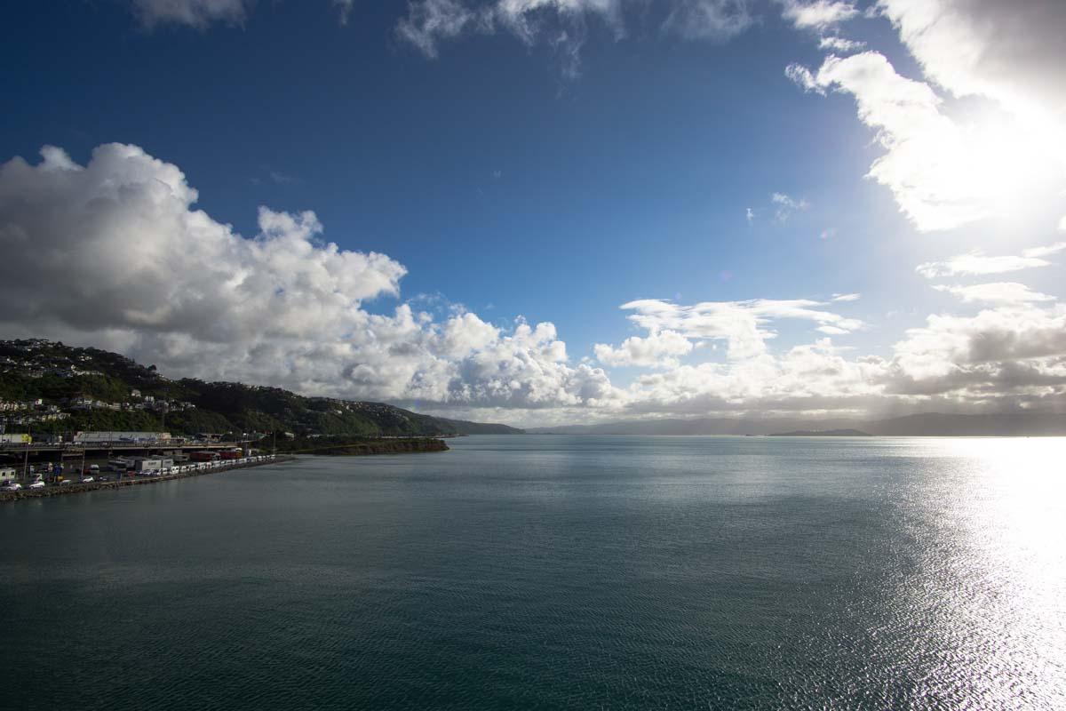 Sonnenaufgang über dem Hafen von Wellington, Neuseeland