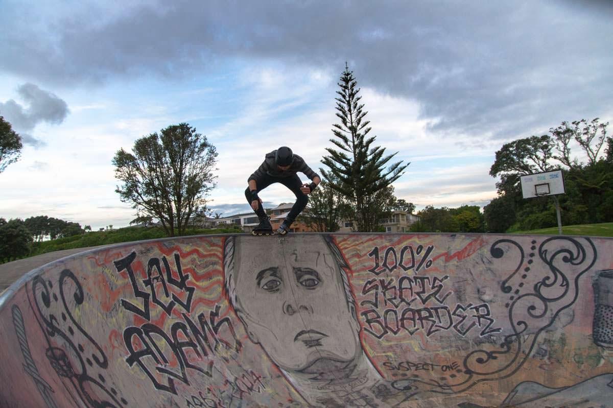 Miszou im Skatepark von New Plymouth in Neuseeland