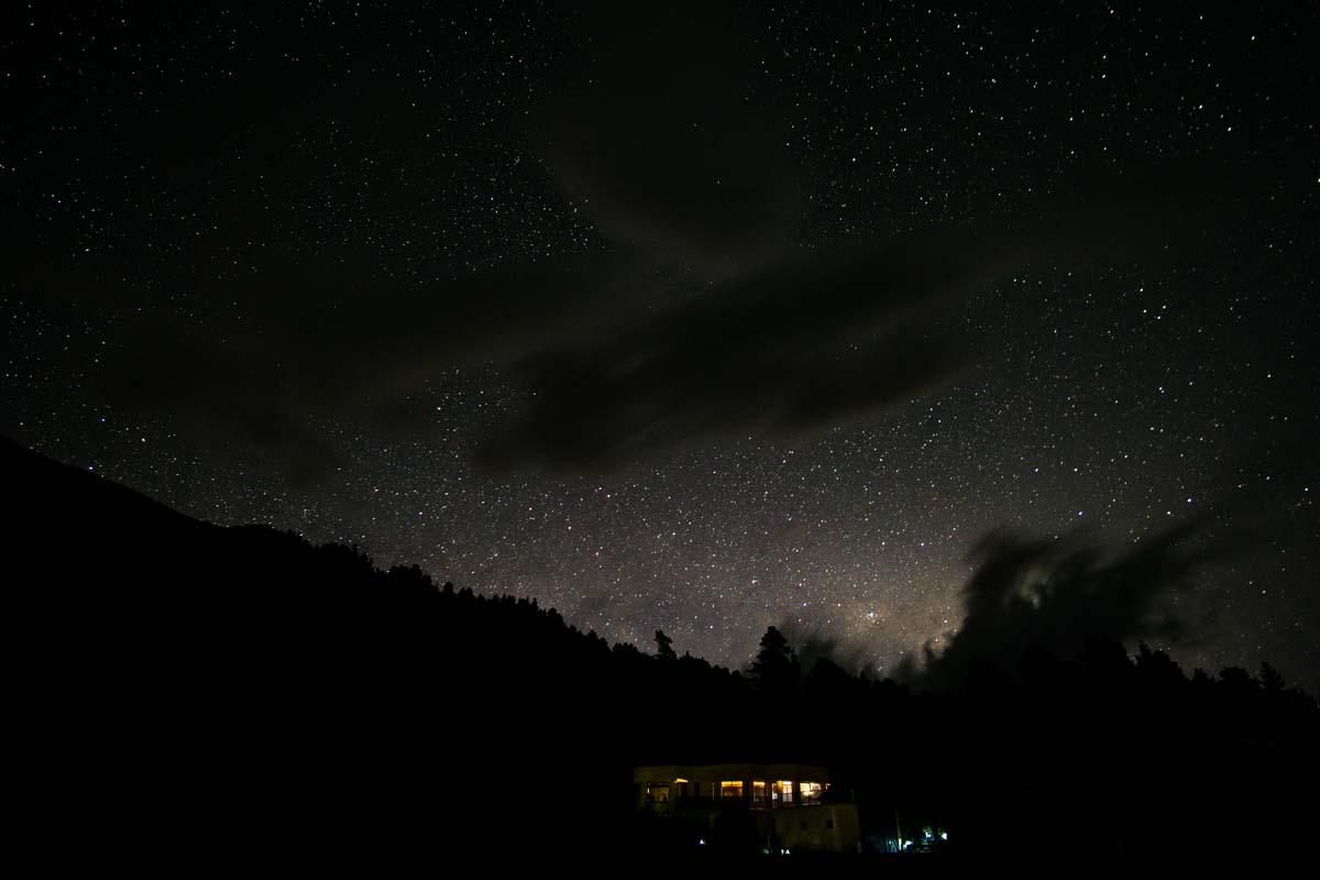 Sternenhimmel über der Elaine Bay in Neuseeland