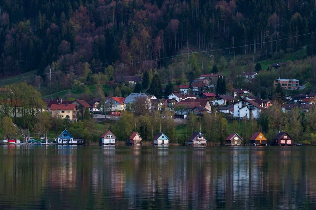 Bunte Bootshäuser am Alpsee in Immenstadt