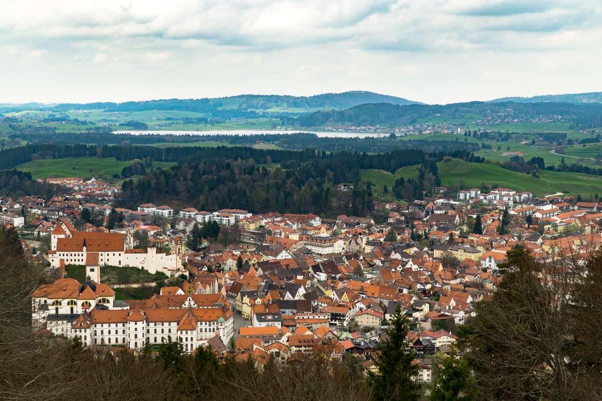 Aussicht vom Kalvarienberg auf Füssen und das Hohe Schloss