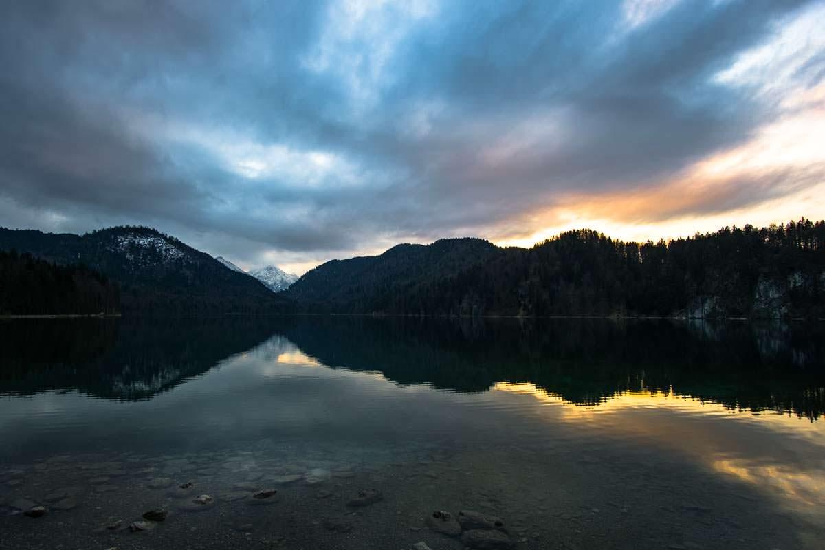 Sonnenuntergang über dem Alpsee in Füssen