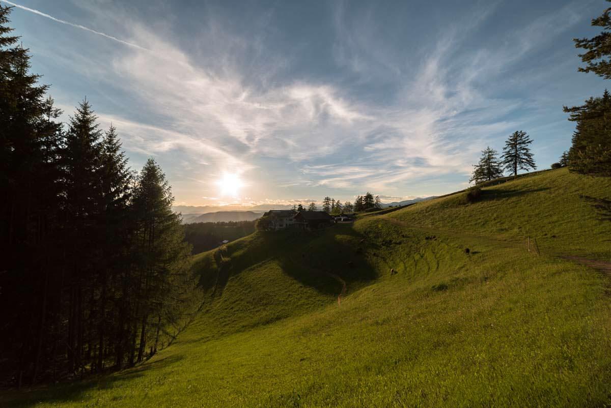 Alpe in den Dolomiten im Sonnenuntergang (Fotoparade)