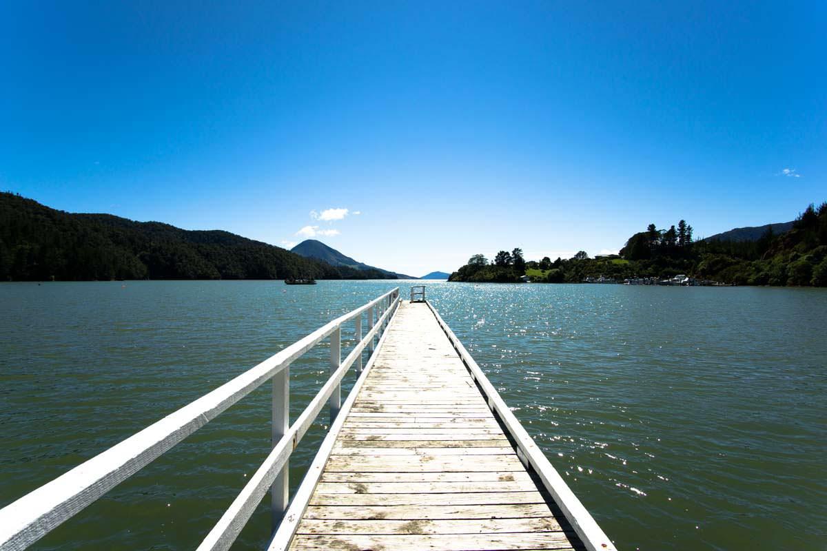 Steg der Elaine Bay in Neuseeland