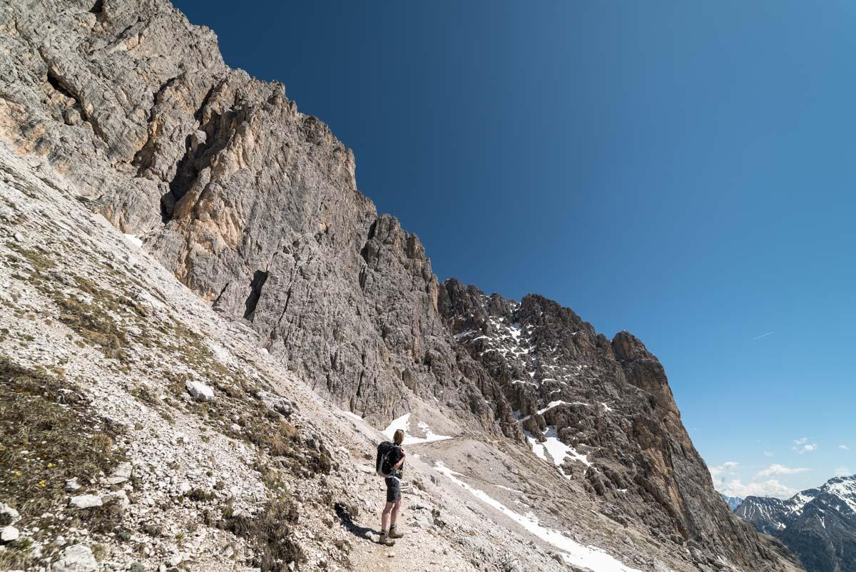 Aufstieg zum Tschagerjoch am Rosengarten in den Dolomiten