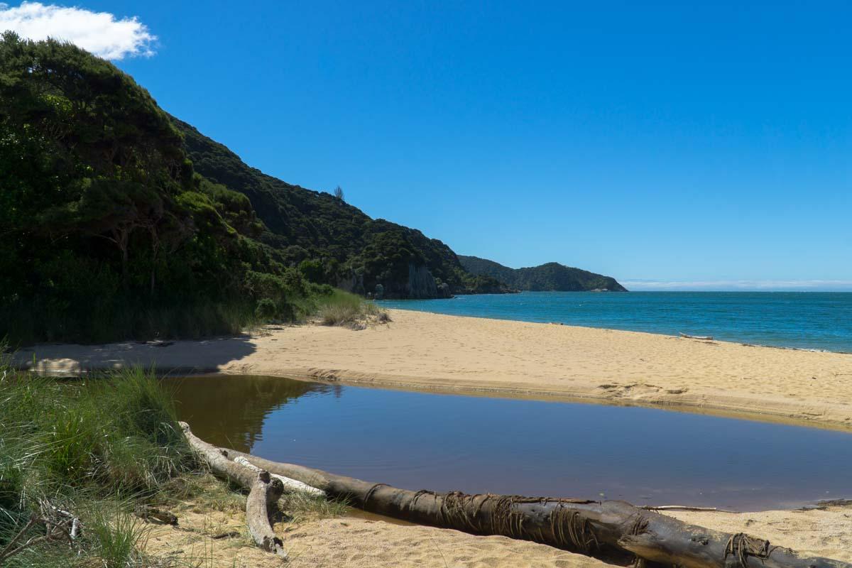 Anapai Bay im Abel Tasman Nationalpark in Neuseeland
