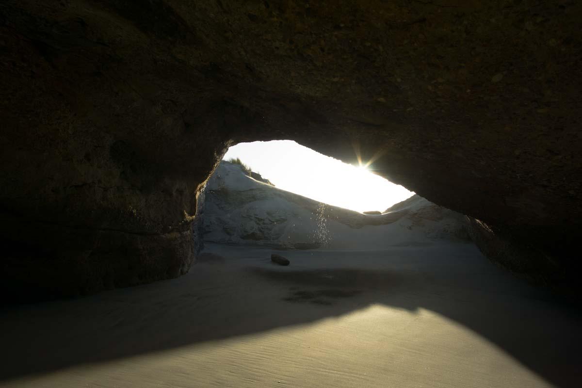 Höhle am Wharariki Beach in Neuseeland