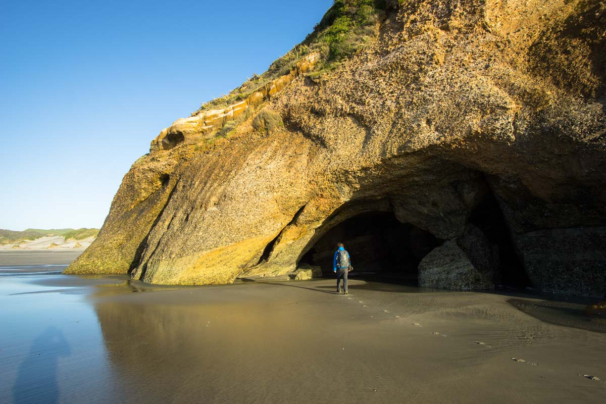 Höhle am Wharariki Beach