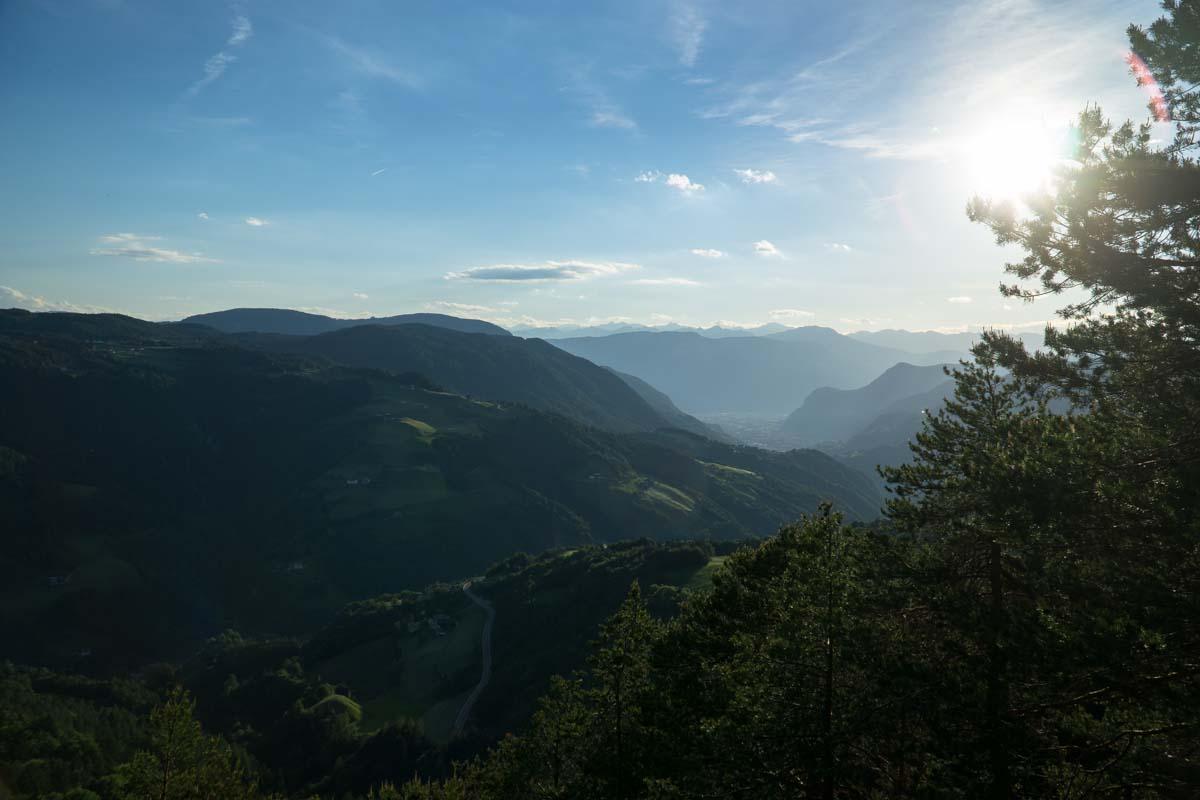 Blick auf Völsegg in den Dolomiten
