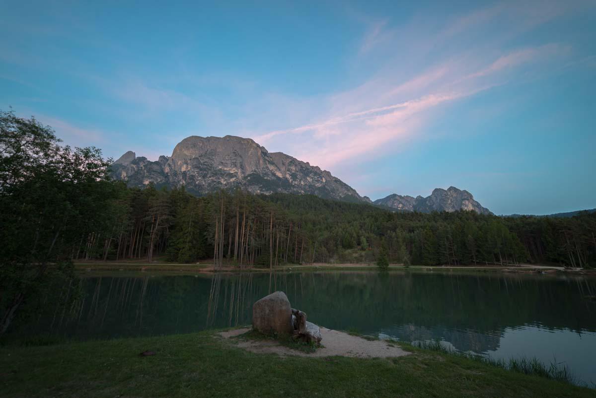 Sonnenuntergang am Huber Weiher in Völs am Schlern
