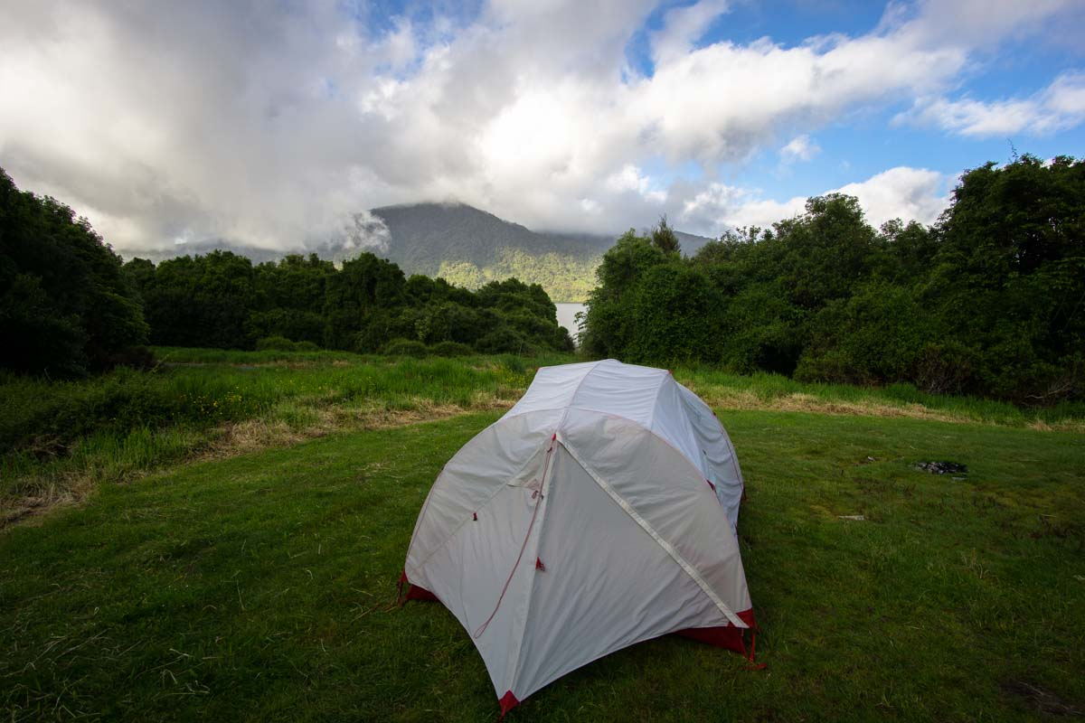 Hans Bay - Lake Kaniere Campsite in Neuseeland