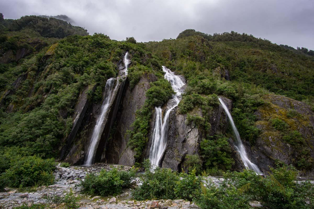 Wasserfälle am Franz Josef Gletscher in Neuseeland