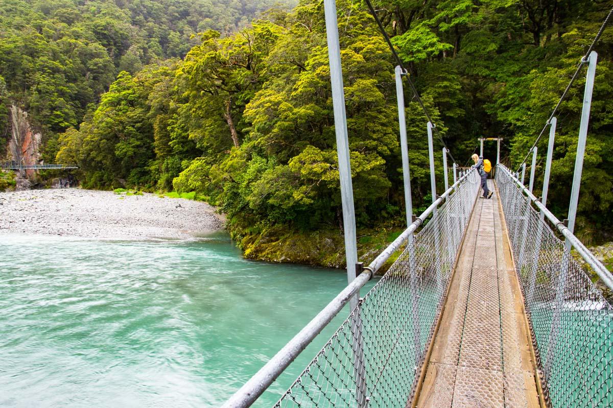 Hängebrücke über Makarora River (Blue Pools) in Neuseeland