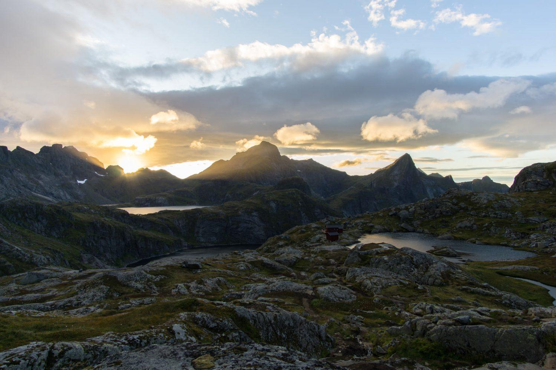 Blick auf die Munkebu Hut, Lofoten