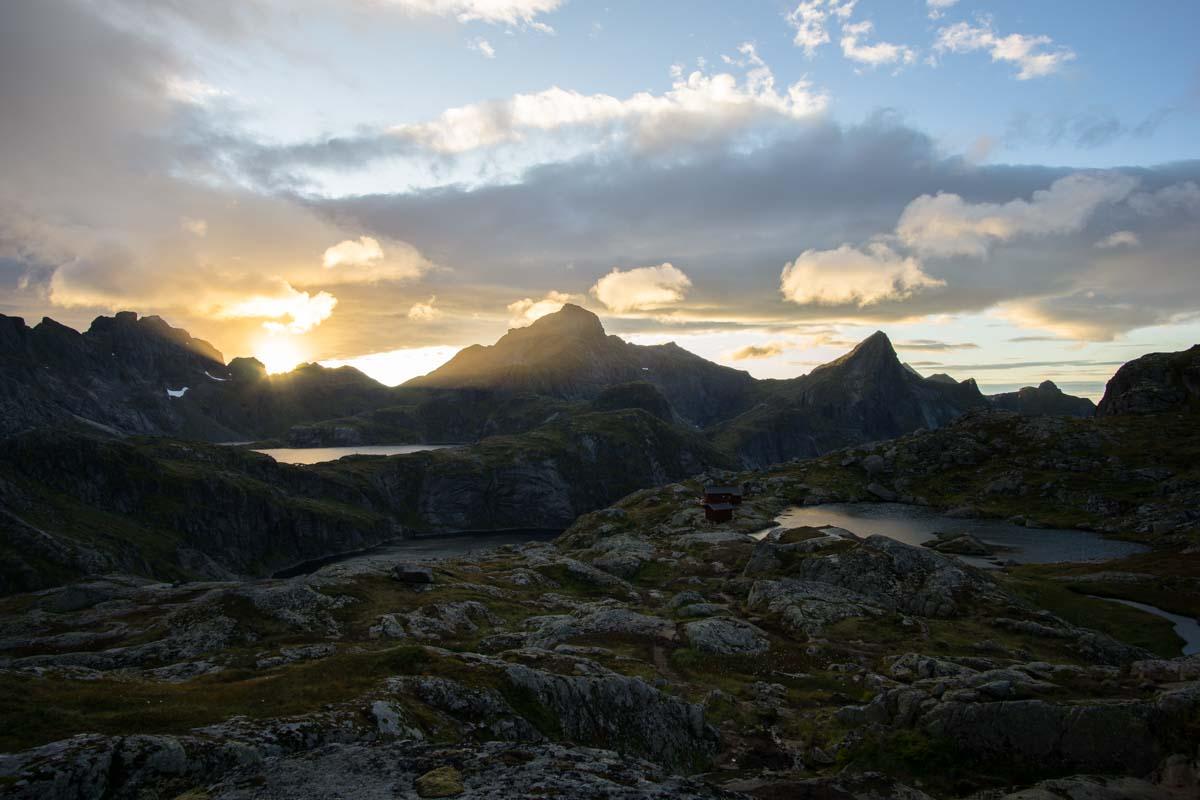 Blick auf die Munkebu Hut auf den Lofoten, Norwegen