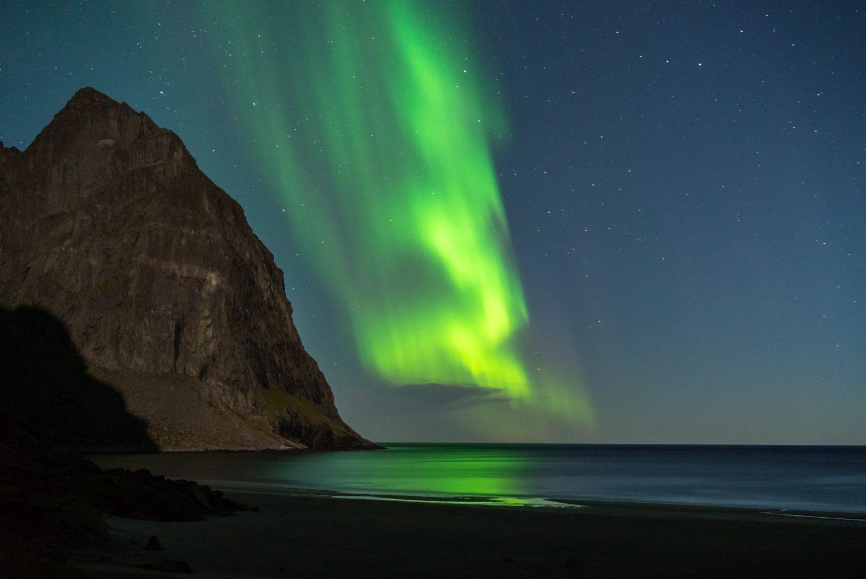 Nordlichter am Kvalvika Beach, Lofoten